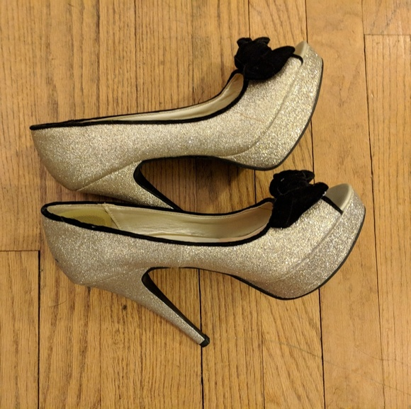 BONGO Shoes - Gold sparkly heels